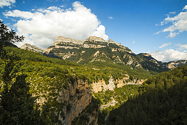 Limestone Sestrales massif and Anisclo Canyon, popular for hiking, Ordesa National Park, Pyrenees, Aragon, Spain, Europe