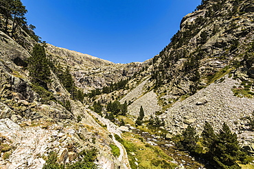 View of the Rio Caldares valley head by the hiking trail north of Banos de Panticosa, Panticosa, Pyrenees, Huesca Province, Spain, Europe