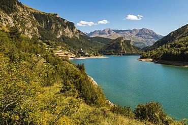Lanuza village and resevoir, with Sierra Tendenera range beyond, Tena Valley, Sallent de Gallego, Pyrenees, Huesca Province, Spain, Europe