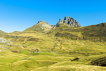 The 2885m Pic du Midi d'Ossau mountain on the French side of the border with Spain, Col du Pourtalet Pass, Pyrenees, Huesca, Spain, Europe