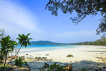 Beautiful white sand beach on this popular holiday island, Koh Rong Sanloem Island, Sihanoukville, Cambodia, Indochina, Southeast Asia, Asia