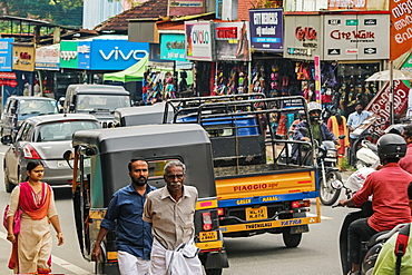Bustling Main Road in Kalpetta, the busy tea, coffee and tourism town in scenic Wayanad district, Kalpetta, Wayanad, Kerala, India, Asia