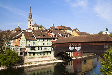 The historic centre of Baden with the Limmat River and the Maria Himmelfahrt parish church, Kanton Aargau, Schweiz, Europa