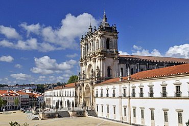 Church and monastery of Santa Maria in Alcobaça, Mosteiro de Santa Maria de Alcobaça, UNESCO World Heritage Site, Order of Cistercians, Alcobaça, Estremadura, Portugal, Europe