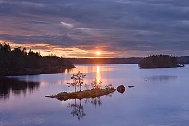 Sundown at Stora Trehorningen lake, Tiveden National Park, Sweden, Scandinavia, Europe
