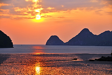 Sunset in Cat Ba, Halong Bay, Vietnam, Southeast Asia
