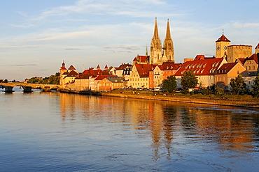 Regensburg, Stone Bridge, cathedral, Danube, Upper Palatinate, Bavaria, Germany