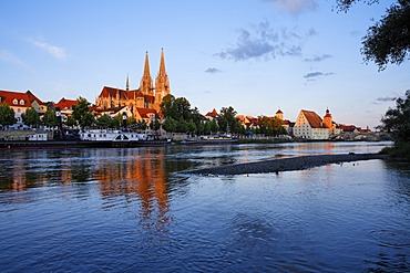Regensburg, cathedral and Danube, Upper Palatinate, Bavaria, Germany