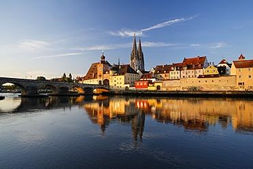 Regensburg, Stone Bridge, Bruecktor, cathedral, Danube, Upper Palatinate, Bavaria, Germany