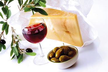 Red wine with olives and parmesan