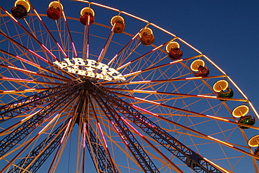 Parish fair in the evening in Ribnitz at the Saaler Bodden. Roundabouts with ferris wheel, federation, Karussels, visitors and lunch conditions.