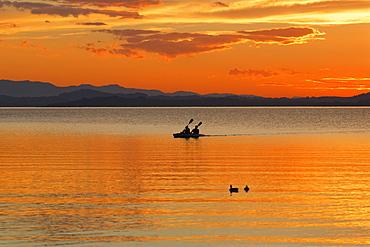 Sunset on Lake Chiemsee in Chieming, Chiemgau, Upper Bavaria, Bavaria, Germany, Europe
