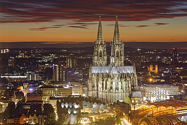 Cologne Cathedral at dusk, Cologne, North Rhine-Westphalia, Germany, Europe