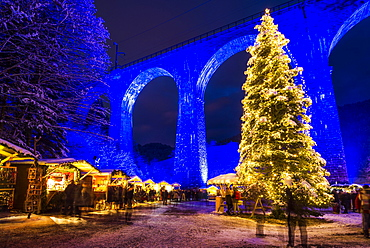 Snowy Christmas market under a railway viaduct, illuminated, Ravennaschlucht, Höllental near Freiburg im Breisgau, Black Forest, Baden-Württemberg, Germany, Europe