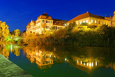 Kellereischloss Hammelburg, Red Palace at night, with water reflection, Hammelburg, Rhön Biosphere Reserve, Lower Franconia, Bavaria, Germany, Europe