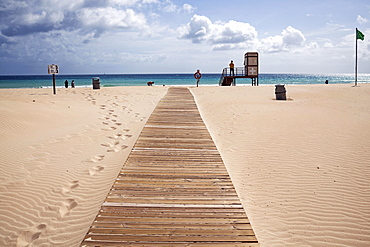 Boardwalk over the sand dunes to the sea with lifesaver station, sandy beach, Playa Bajo Negro, Corralejo Natural Park, Fuerteventrura, Canary Islands, Spain, Europe