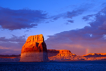 Lone Rock, Glen Canyon Recreation Area, Arizona and Utah, USA, North America