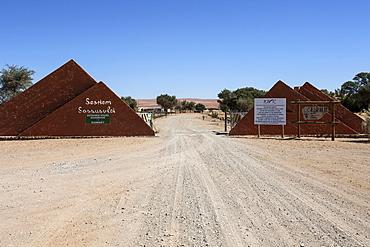 Entrance to the Sossusvlei at Sesriem Camp, Namib Desert, Namib Naukluft Park, Namibia, Africa