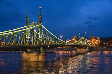 Liberty Bridge, Gellert Hotel behind, Danube River, Budapest, Hungary, Europe