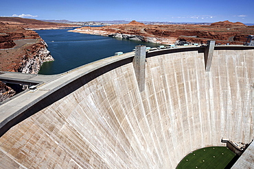 Glen Canyon Dam, Lake Powell behind, Page, Arizona, USA, North America