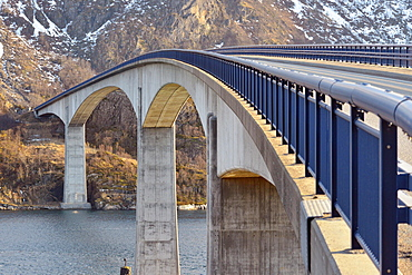 Concrete bridge spanning the Raftsund, view from Austvagoy island towards the mountains of Hinnoya island, Raftsund, Vesteralen, Nordland, Norway, Europe