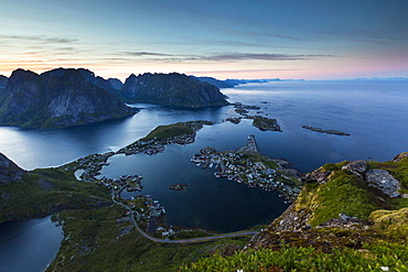 View from Reinebringen, Reinebriggen, 442m, midnight sun, towards Hamnoy, Reine and Reinefjord with mountains, Moskenes, Moskenesøy, Lofoten, Norway, Europe