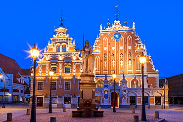House of the Blackheads in Town Hall Square, historic centre, blue hour, dusk, UNESCO World Heritage Site, Riga, Latvia, Europe