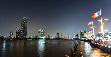 River promenade in the evening with a Ferris wheel and the skyline on the river Mae Nam Chao Phraya, Asiatique, Bangkok, Thailand, Asia
