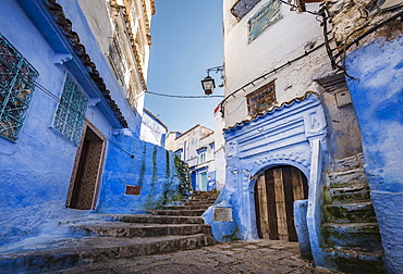 Stairs through narrow alley, blue houses, medina of Chefchaouen, Chaouen, Tanger-Tétouan, Morocco, Africa
