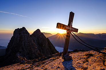 Summit cross of the third Watzmannkind in front of first and second Watzmannkind, sunrise, Watzmannkar, Watzmann, Berchtesgaden National Park, Berchtesgaden Alps, Schonau am Konigsee, Bavaria, Germany, Europe