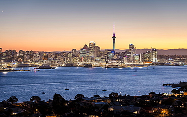 Skyline of Auckland with the Sky Tower at dusk, Auckland, North Island, New Zealand, Oceania