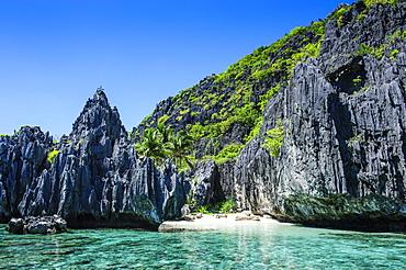 Coast with limestones, Bacuit archipelago, El Nido, Palawan, Philippines, Asia