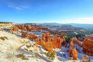 Morning light, snow-covered bizarre rocky landscape with Hoodoos in winter, Navajo Loop Trail, Bryce Canyon National Park, Utah, USA, North America