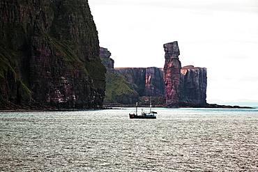 Steep coast, cliffs and rock needle Old Man of Hoy, Hoy Island, Orkney Islands, Scotland, Great Britain