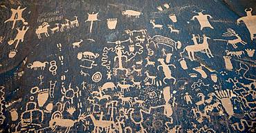 Petroglyphs, wall painting on a rock, Newspaper Rock, Utah, USA, North America