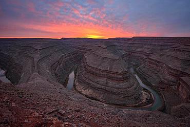 Goosenecks at sunset, river loop, meander of the San Juan River, Goosenecks State Park, Utah, America, USA, North America