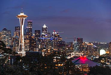 View over Seattle skyline with observation tower Space Needle, twilight, Seattle, Washington, USA, North America