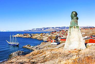 East Greenland town Ittoqqortoormiit with view to the harbour and the statue of Einar Mikkelsen, Scoresbysund, East Greenland, Greenland, North America