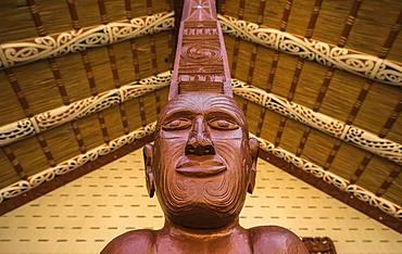 Figure, traditional Maori carving, Te Whare Runanga, Waitangi, Far North District, Northland, North Island, New Zealand, Oceania