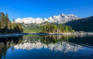 Lake Eibsee with Sasseninsel and Zugspitze, water reflection, Wetterstein range, near Grainau, Upper Bavaria, Bavaria, Germany, Europe
