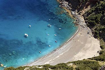 View on the beach Platja des Coll Baix, turquoise blue water, anchoring boats, peninsula near Alcudia, Majorca, Balearic Islands, Spain, Europe