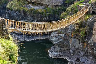 Suspension bridge Q'iswachaka from the Inca era, rope bridge of braided Ichu grass (Jarava ichu) over Rio Apurimac, Canas province, Peru, South America