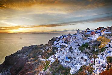View of the village with view over the sea, panorama, evening mood, Oia, Santorini, Greece, Europe