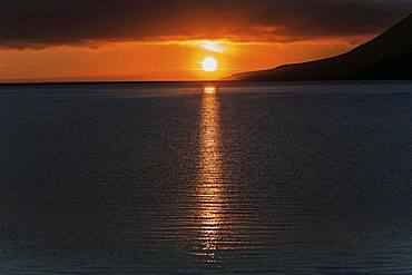 Sunset, sun reflected in the water, near Grundarfjoerdur, peninsula Snaefellsnes, Iceland, Europe