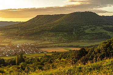 Sunrise, view of the Breitenstein with the village of Bissingen, Swabian Alb, Baden-Wuerttemberg, Germany, Europe