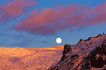 Full moon above Svinafellsjoekull, evening mood, Skaftafell National Park, Southeast Iceland, Iceland, Europe