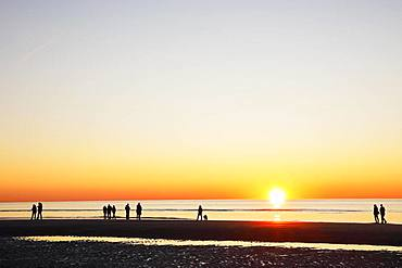 People on the beach at sunset over the North Sea, St. Peter-Ording, North Sea coast, Schleswig-Holstein Wadden Sea National Park, Schleswig-Holstein, Germany, Europe