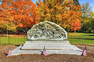 Tomb monument to the American War of Independence, Lexington Battle Green, Lexington, Massachusetts, USA, North America