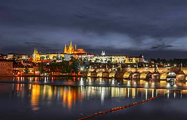 Charles Bridge with Vltava, St Vitus Cathedral and Prague Castle, Hradcany, Old Town, Night view, Prague, Bohemia, Czech Republic, Europe