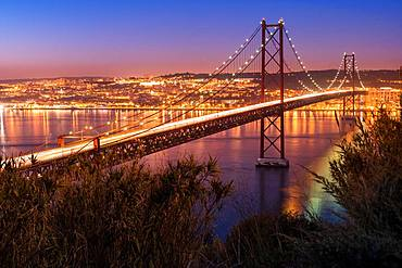 Bridge, Ponte 25 de Abril, at dusk, Lisbon, Portugal, Europe